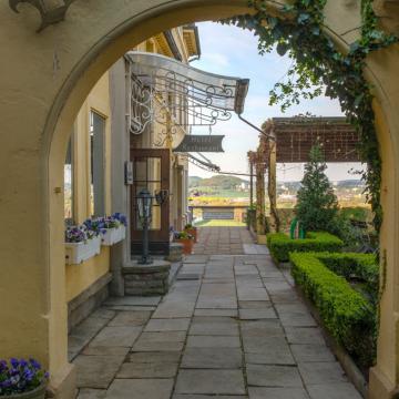 Eingang zum Burghotel Volmarstein
