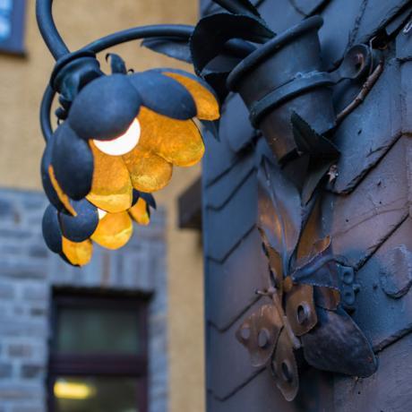 Kleines Detail: Geschmiedete Lampe in Form einer Rose